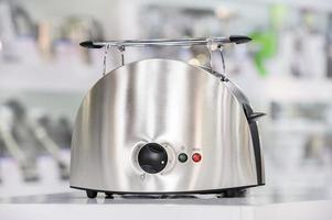 glänzender metallischer Toaster foto