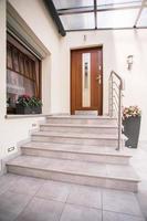 Eingang zum Einfamilienhaus foto