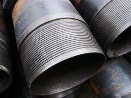 Stapel eines Ölquellengehäuses mit Unterputzverbindung foto