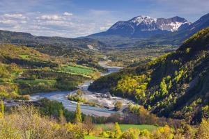 Bergbauschutt im Fluss Le Drac, Alpen, Frankreich.