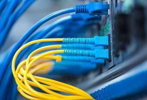 Glasfaserkabel und Utp-Netzwerkkabel