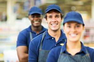 Gruppe von Supermarktarbeitern foto