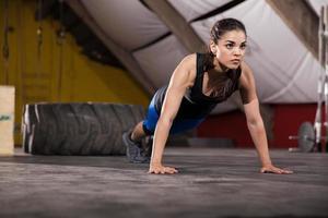 mit dem Fitnessstudio trainieren foto