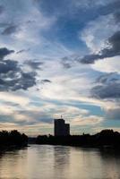 die modernen Gebäude des städtischen Wolkenkratzers