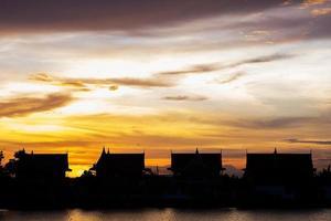 schöner stadtbildsonnenuntergang bei bangkok thailand