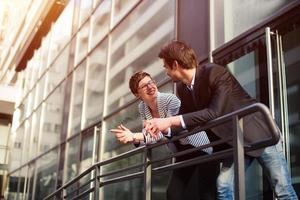 Geschäftsgespräch im Freien foto