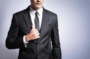 selbstbewusster junger Geschäftsmann foto