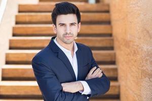 Porträt des selbstbewussten Geschäftsmannes foto