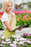 mit Blumen arbeiten foto