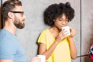 Mitarbeiter machen eine Kaffeepause foto