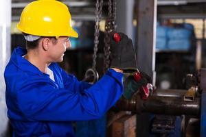 Mechaniker mit Schraubenschlüssel foto
