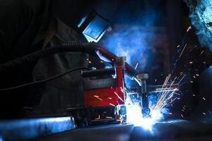 Stromverteilungshalle in der Metallindustrie foto