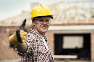 Bauarbeiter gestikuliert Daumen hoch foto