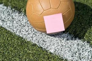 Fußball und Haftnotiz foto