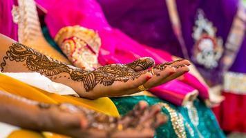 Trocknende Henna-Tätowierung aus Südindien foto