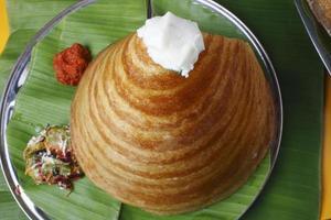 Ghee Roast Dosa - ein Pfannkuchen aus Südindien foto