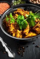 indisches Huhn und Koriander foto