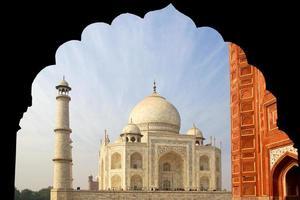 das Taj Mahal Mausoleum aus weißem Marmor.