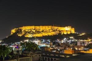 historisches mehrangarh Fort in Jodhpur bei Nacht, Rajasthan, Indien foto