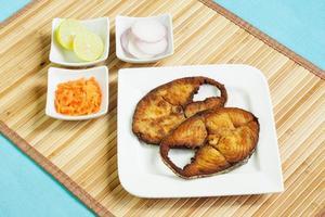 indische Seher (Makrele) Fischfilets braten