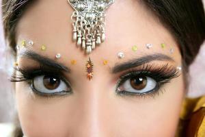 schöne Augen Nahaufnahme indische Brünette Frau Porträt foto