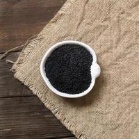 Nigella Sativa oder Schwarzkümmel in einer Schüssel foto
