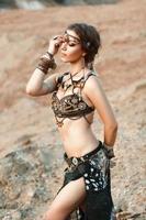 Mode Schönheit und stilvolle Mädchen. Spiritualitätstanz. foto