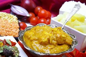 traditionelles indisches Hühnercurry foto