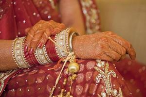 schöne indische Punjabi-Braut bei ihrer Hochzeit. foto