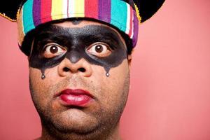 indischer Erwachsener verkleidet als Yamraj der Herr des Todes foto