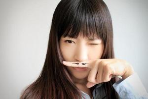 Mädchen mit Schnurrbart foto