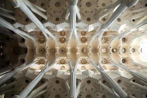 von der Dunkelheit zum Licht (Sagrada familia Decke) foto