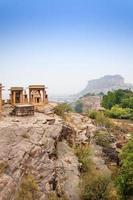 jaswant thada mausoleum mit mehrangarh fort foto