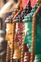 Kunsthandwerk in Nepal (Buddha-Köpfe)