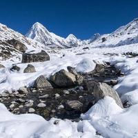 Ansicht von Pumori, Lingtren und Khumbutse foto
