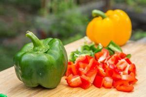 Paprika auf hölzernem Hintergrund