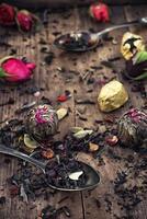 durch Verschütten von Teelöffeln foto