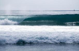 Indonesiens perfekte Welle foto