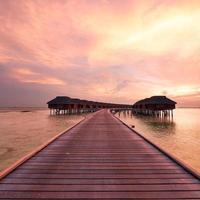 Sonnenuntergang am maledivischen Strand foto