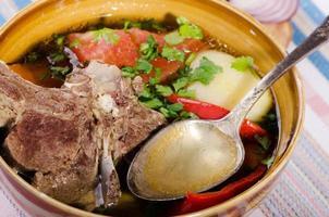 Suppe Shurpa - traditionelles orientalisches Gericht mit Lamm foto