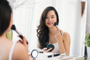 Make-up auftragen foto