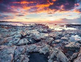 dramatischer Frühlingssonnenaufgang am Passero-Kap foto