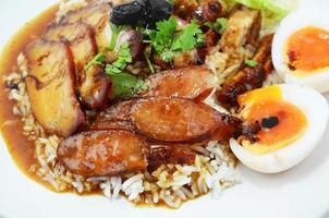 Reis mit gebratenem Schweinefleisch foto