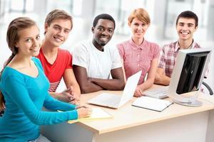 internationale Gruppe von Studenten foto