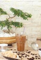 traditioneller vietnamesischer, thailändischer Eiskaffee mit Bohnen foto