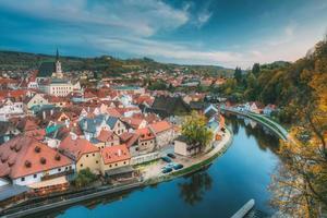 Stadtbild von Cesky Krumlov, Tschechische Republik. Herbstabend Nacht