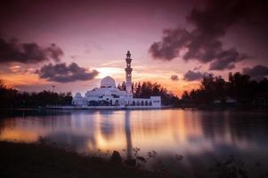 schöne Moschee im Glorius Sonnenuntergang foto