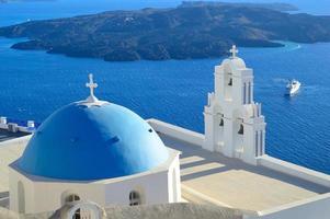 ag. Theodori-Kirche und vulkanische Caldera, Santorini, Griechenland foto