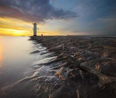 Leuchtturm am Eingang zum Hafen foto