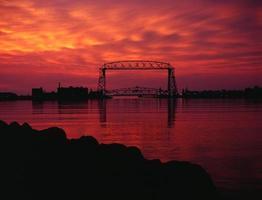Duluth Superior Twin Ports beherbergen die berühmte Ariel Lift Bridge foto